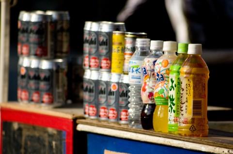 ペットボトルに缶ビール運転士を悩ますゴミ問題